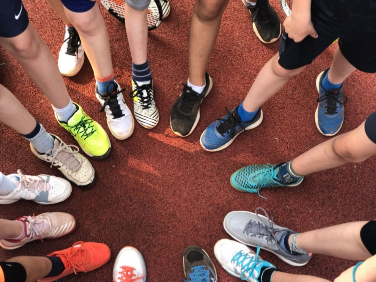 Trainingsbetrieb der Mannschaften und der Tennisschule